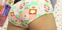JYみたいなお子様パンツが似合うお尻の小さな女の子と女児服着衣ハメ